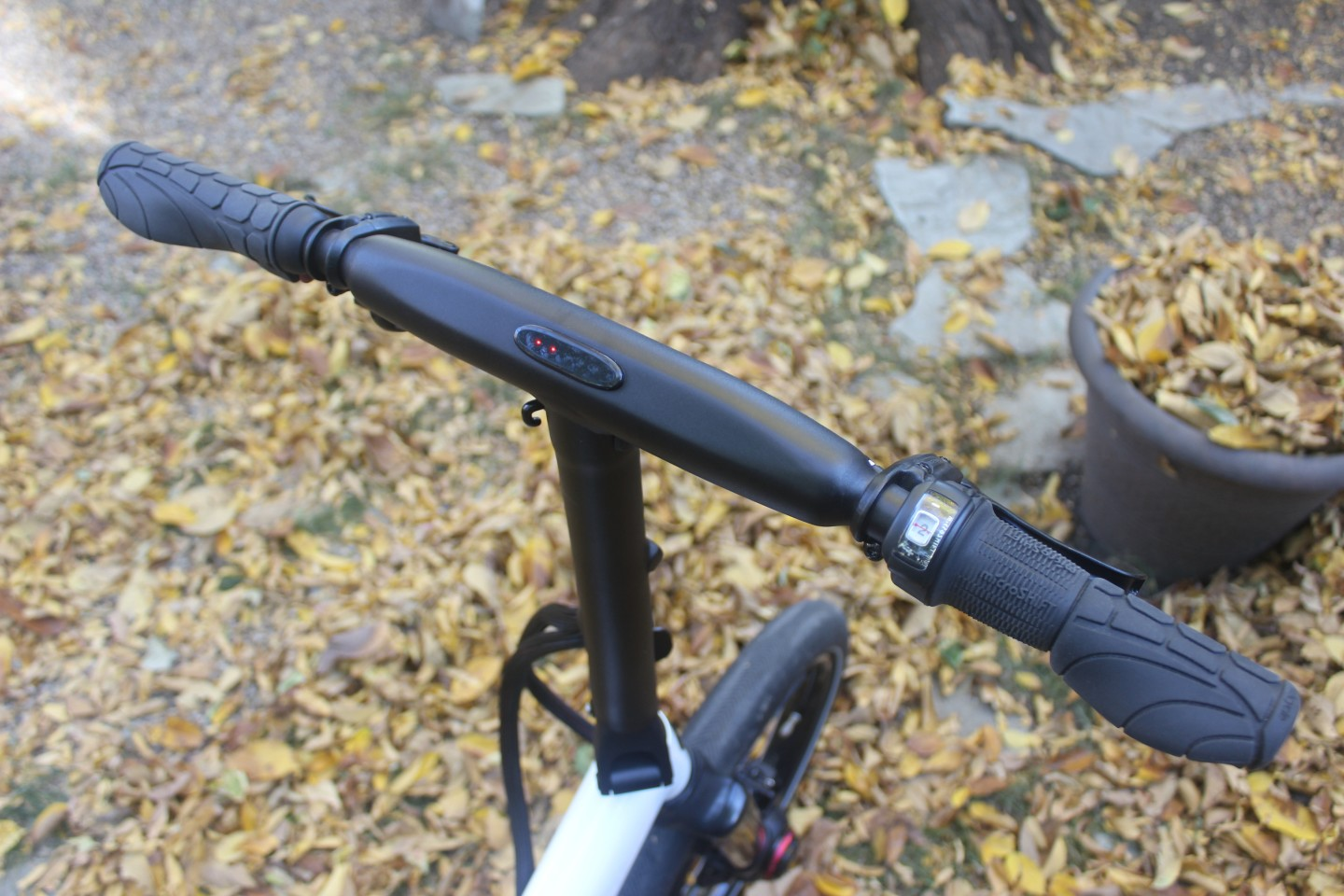Time for a recharge – LEDs on the handlebar indicate the battery level
