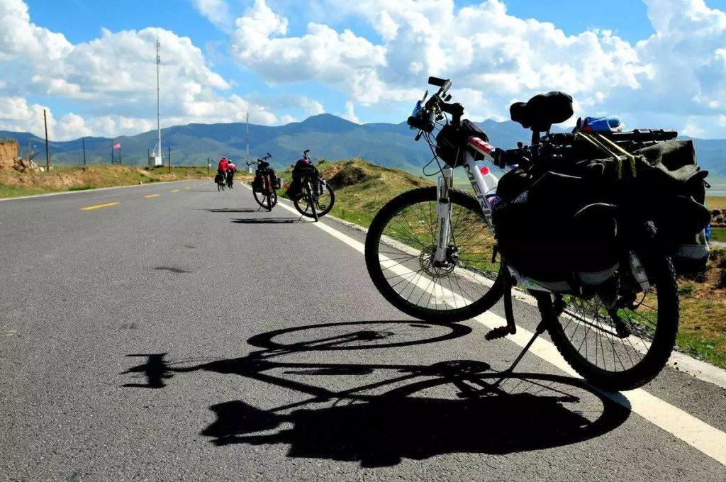 Ride an electric bike in summer